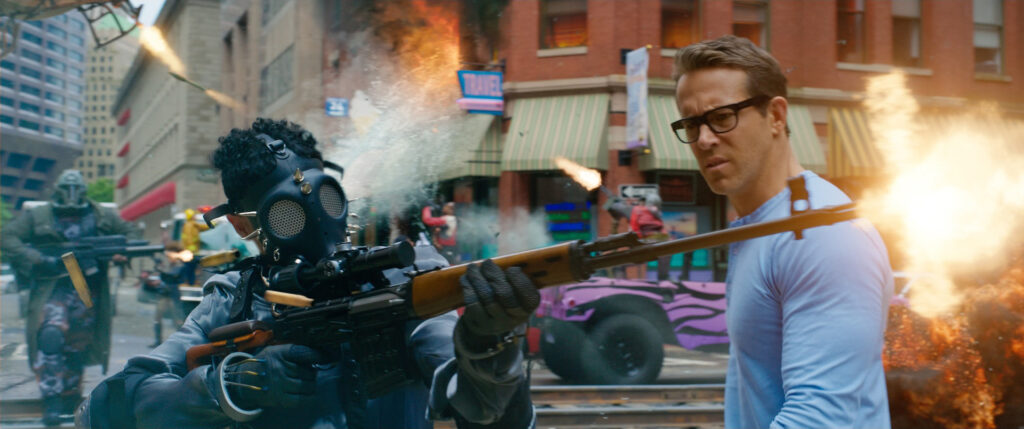 Free Guy trailer - Ryan Reynolds & Jody Comer take on the gamers !