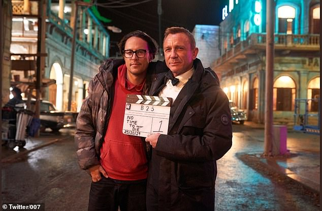Daniel Craig's final moment on the No Time To Die set....